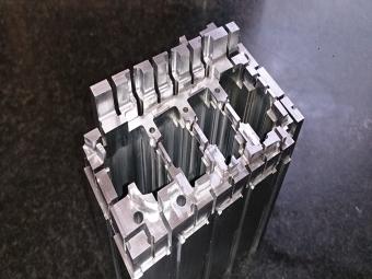プラスチック金型用部品 コア